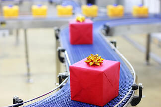 Presents_on_a_Conveyor_Belt