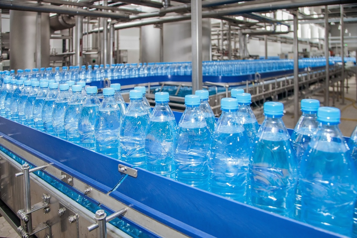 Beverage manufacturers can gain real-time visibility into every step of the production cycle and benefit from beverage manufacturing automation.