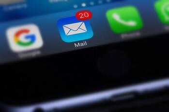 iPhone 6 with 20 email notifications